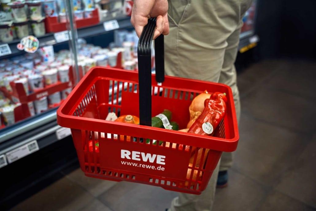 Einkaufen bei REWE in Berlin